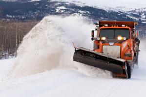 Individuell gefertigte Schneeschürfleisten für Räumfahrzeuge aus Polyurethan von QUADRIGA