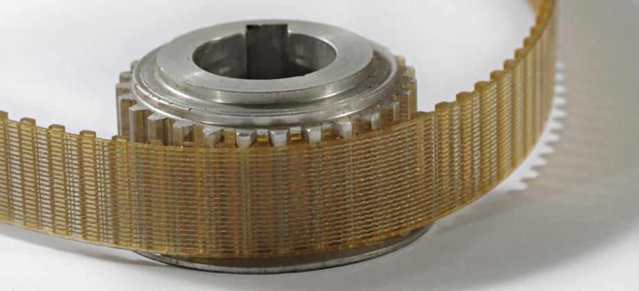 QUADRIGA bietet individuell gefertigte PUR-Produkte, wie Beläge für Fördereinrichtungen, Zahnräder und -riemen, Antriebselemente, Transport- und Laufrollen